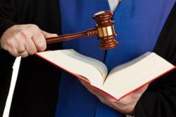Prejudiciële vragen over weigeren gemachtigde